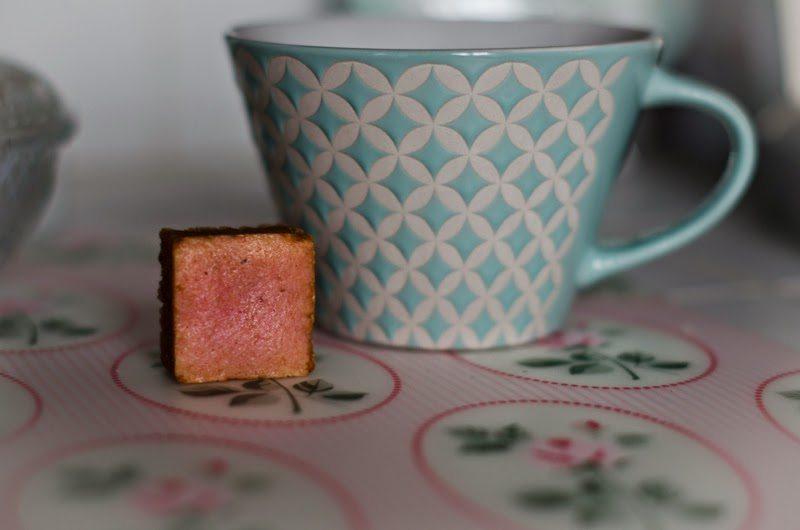 Mimi Gwastell: Tea Time !
