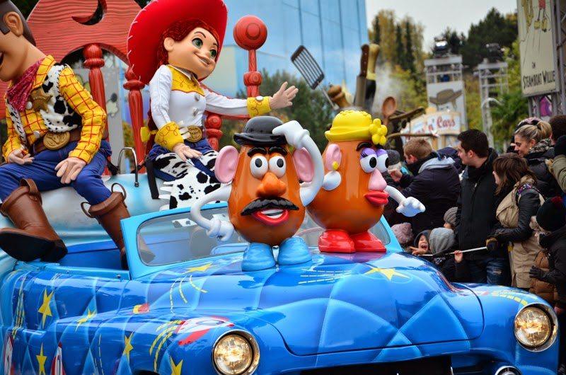 Parade Disney Car