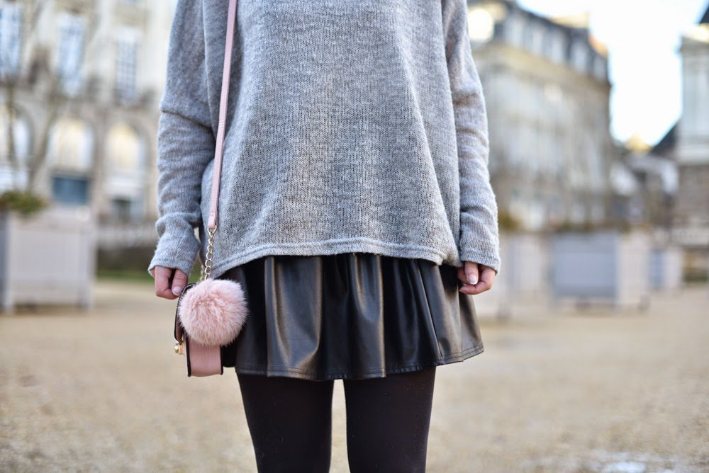 pull loose gris jupe cuir