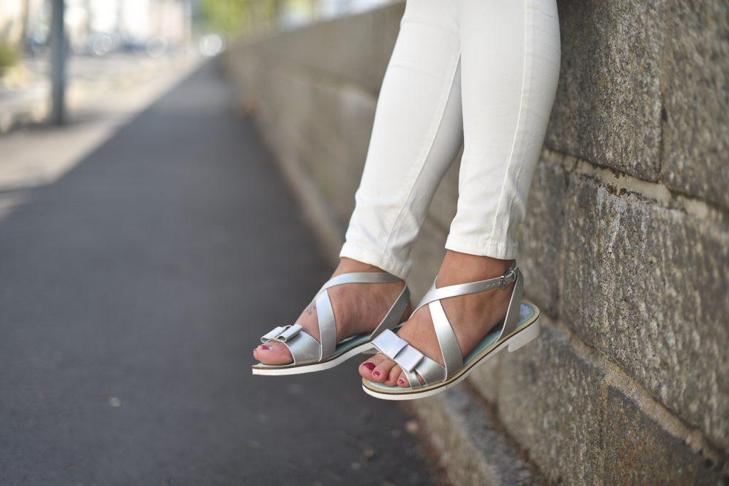 look primark jean blanc et top bleu ciel