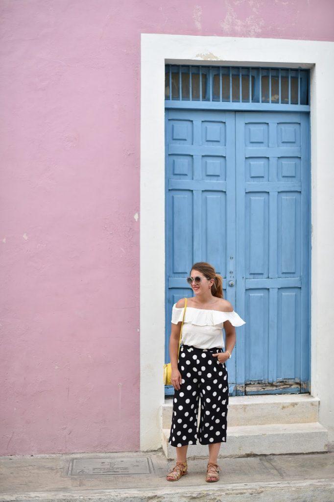tenue colorée petit pois et top bardot