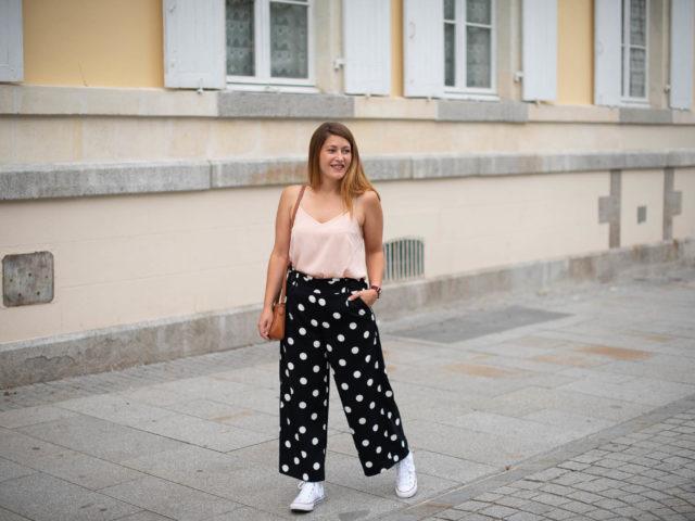 Pantalon large et petit pois