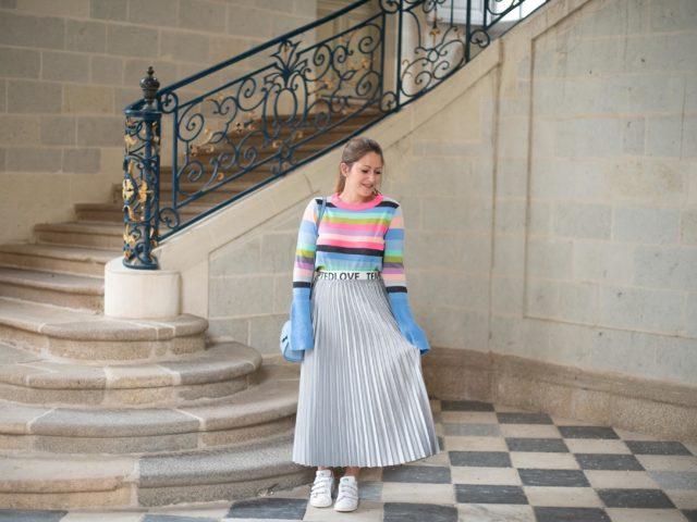 Rayures colorées et jupe plissée