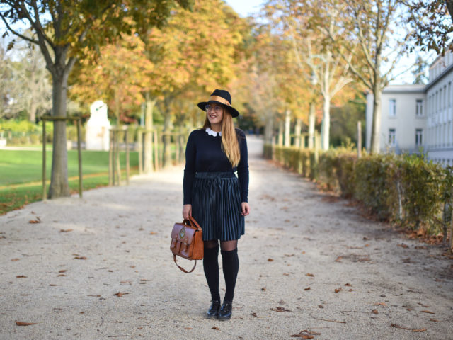 Jupe velours et chaussettes hautes